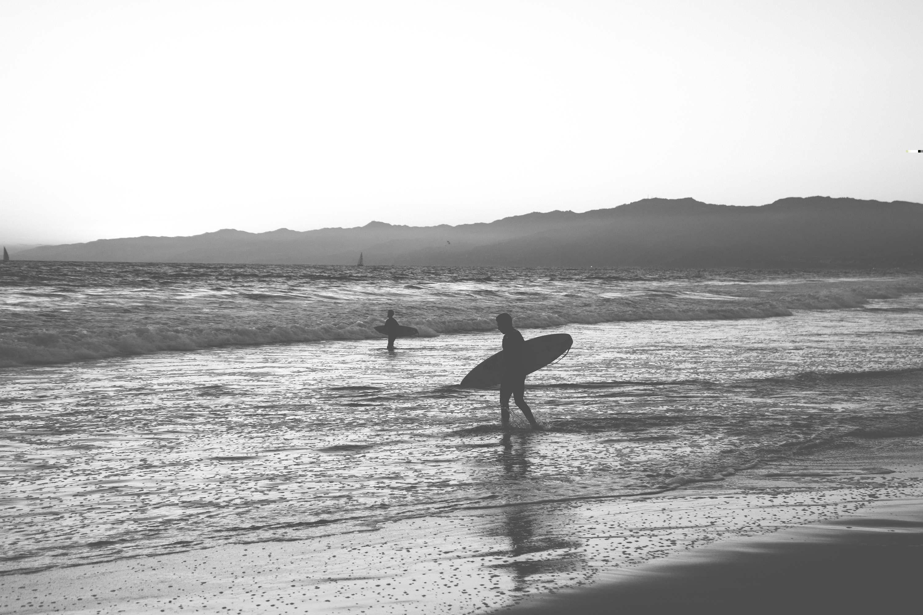 black-and-white-surfer-surfing